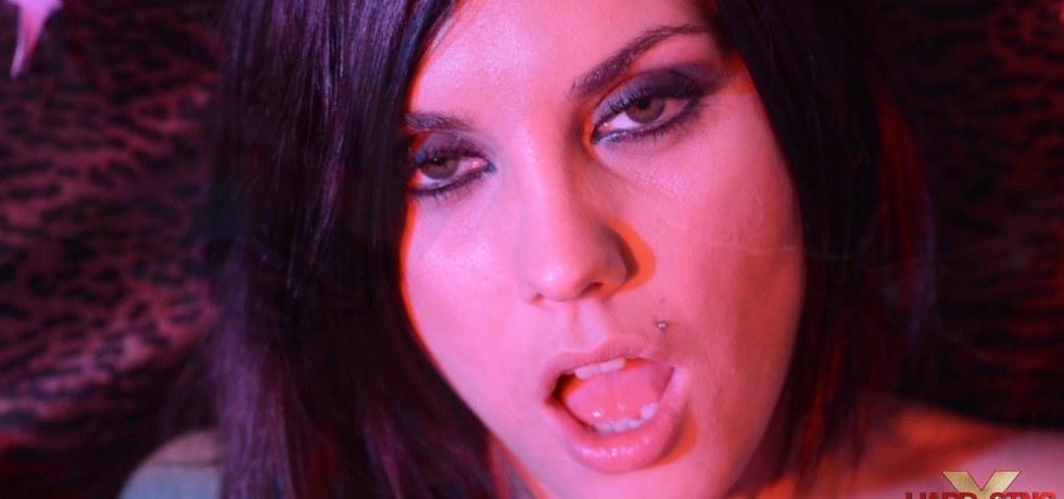 Roxy Lane und Aaliyah Love haben schmutzig lesbischen Spaß in der Gruppe sex